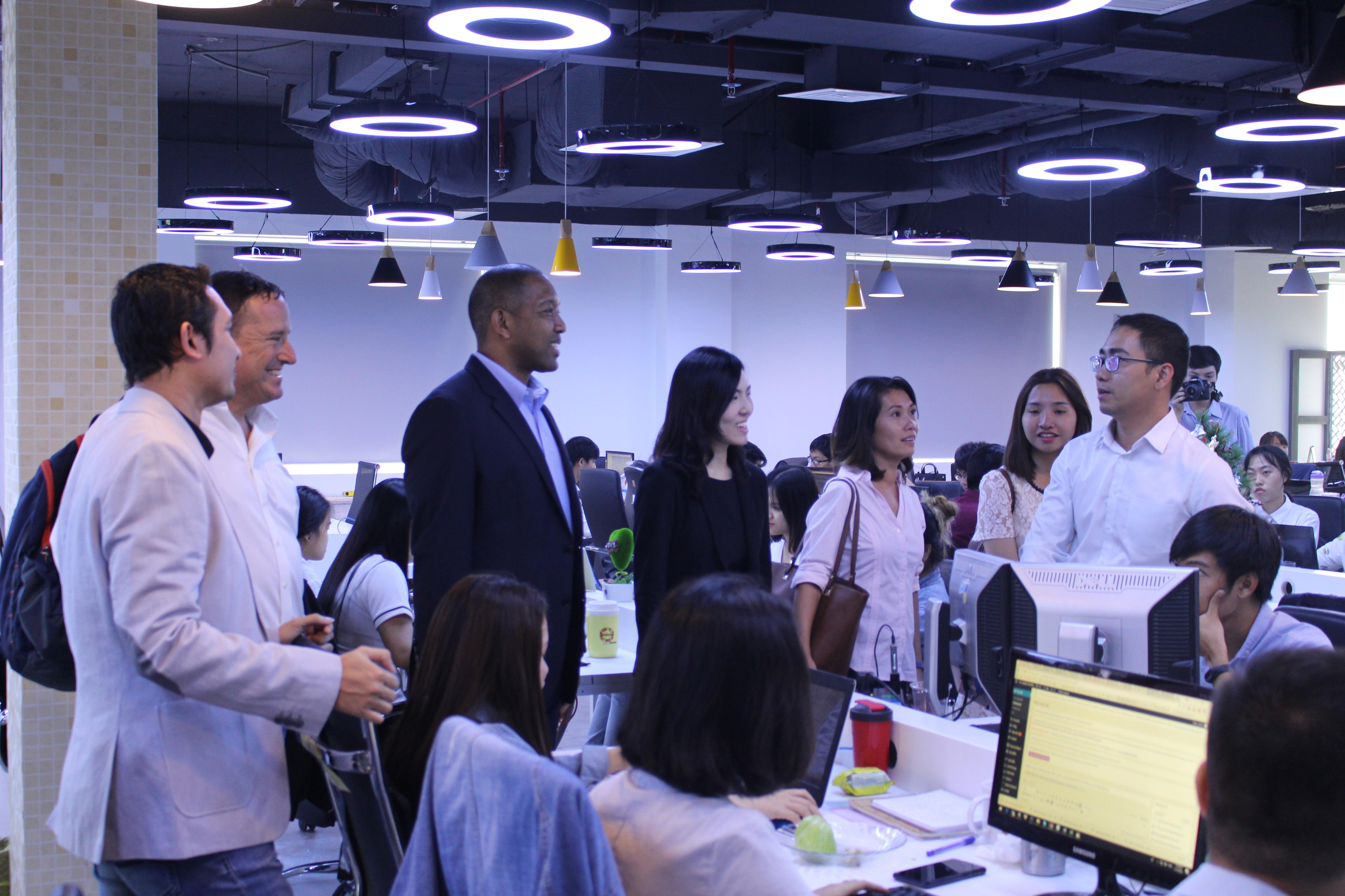 Phái đoàn Google đã đến giao lưu và chụp ảnh lưu niệm tại văn phòng mới 402 Nguyễn Thị Minh Khai ngày 17/01/2018