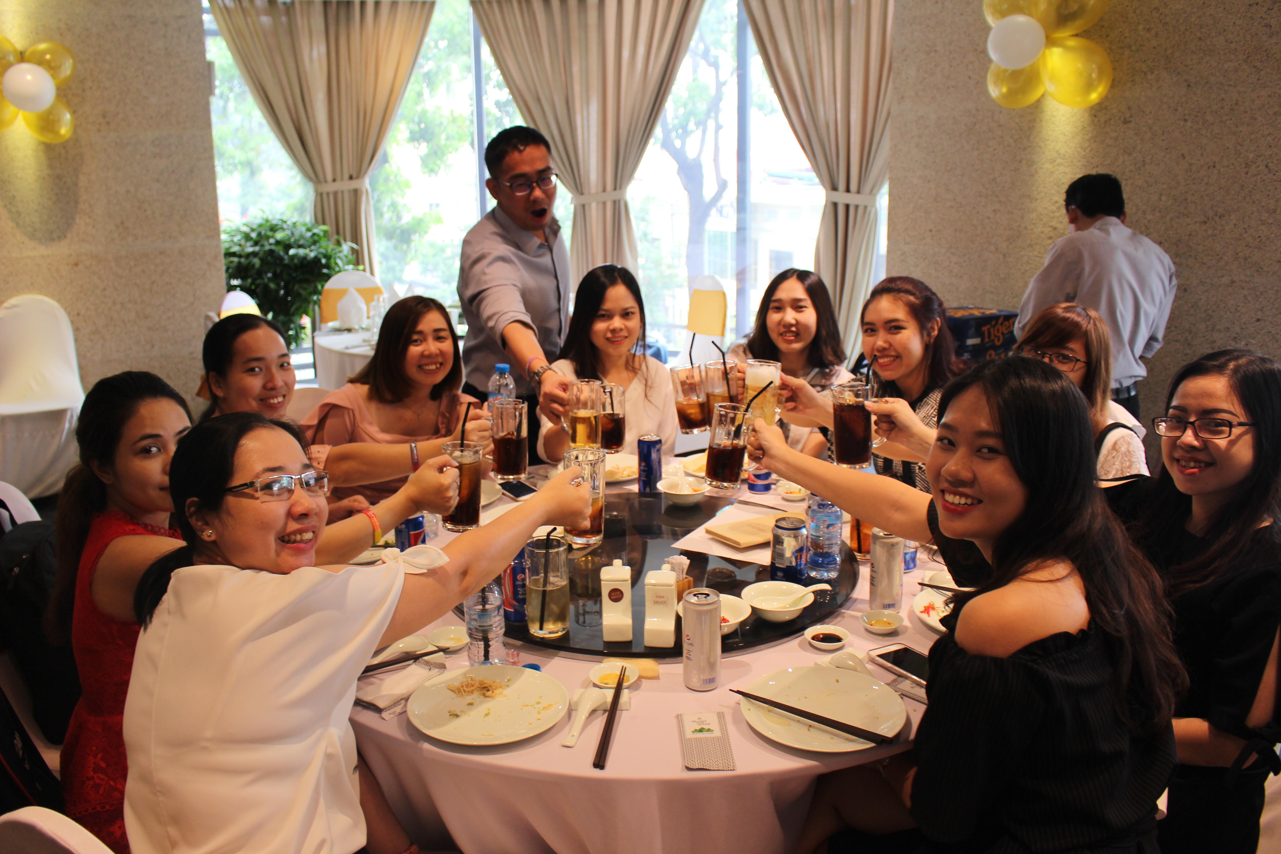 Tiệc Tất Niên chào đón năm Mậu Tuất của AdsPlus.vn ngày 6/2/2018 tại Stix Restaurant. Bữa tiệc ấm cúng kèm mục tặng quà Tết cho nhân viên AdsPlus.vn